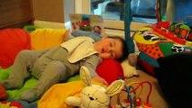 """Saatchi & Saatchi Londres pour Pampers (Procter & Gamble) - couches pour bébés, """"Aimer, dormir et jouer"""" - juillet 2013"""