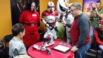 Un enfant reçoit une prothèse de bras Star Wars