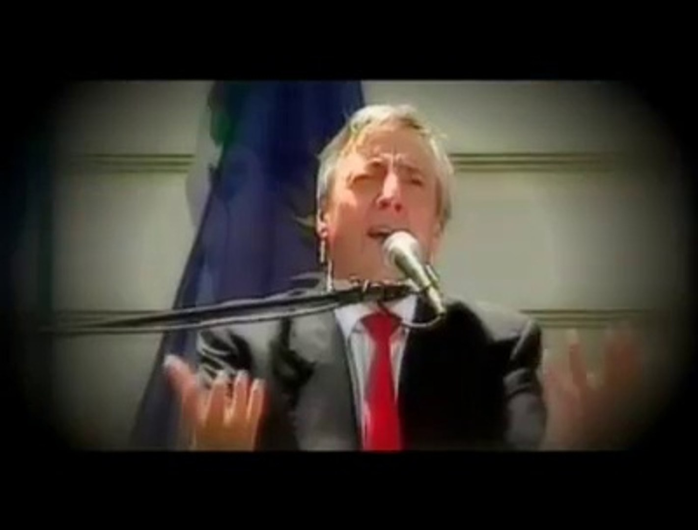 Nestor Kirchner anuncia el tren bala(Bienvenidos al tren)