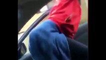 Twerk FAIL : une fille tombe de voiture en twerkant en route!