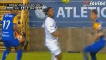 Ronaldinho dans ses oeuvres !