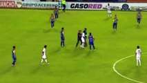 Ronaldinho signe un autographe en plein match