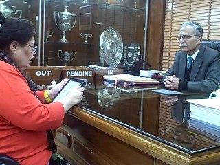 Dr.Afshan Hashmi in conversation with Lt.Gen.(Retd.) Zameeruddin Shah AMU Vice-Chancellor