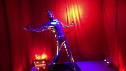 Shah Rukh Khan life size 3D printed model | Just Hungama |
