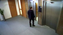 Broma en ascensor - se rompe el piso del ascensor