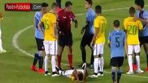 Football - Un jeune joueur brésilien gagne du temps... en s'allongeant sur la pelouse