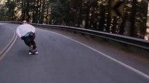 Une descente de longboard à pleine vitesse