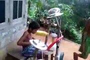 Jeune batteur talentueux