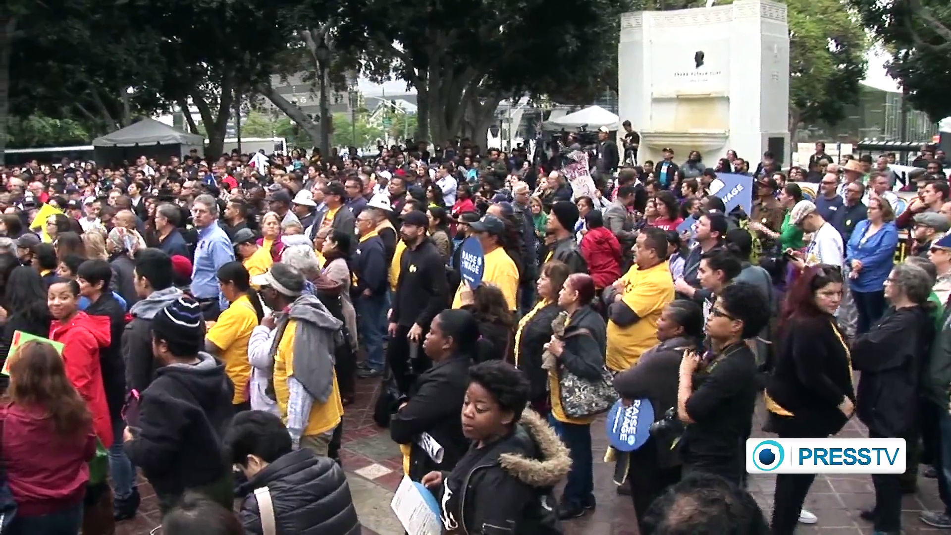 Workers in Los Angeles call for increase in minimum wage