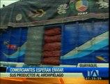 Comerciantes esperan para enviar sus productos a Galápagos