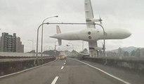 Un avion de ligne taïwanais se crashe dans une rivière