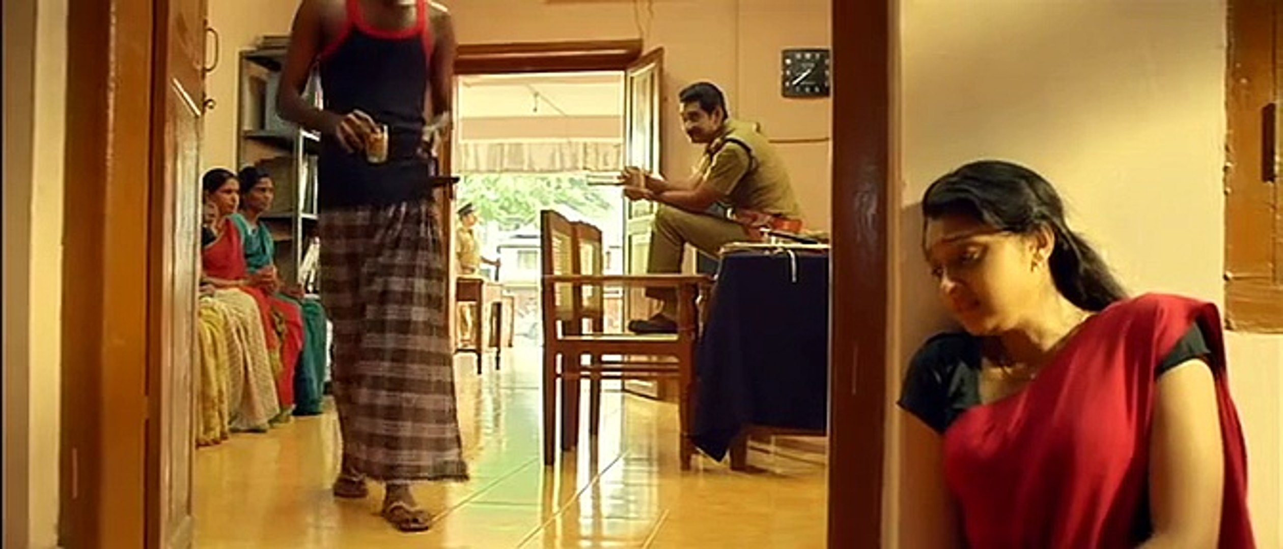Sija Rose Hot Navel Touched By Tea Boy Kaanchi Malayalam Movie