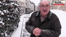 Poitiers tourne au ralenti sous la neige