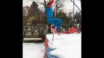 Renaud Lavillenie saute à la perche dans la neige