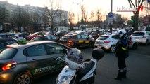 Paris : la porte de Clignancourt bloquée par les auto-écoles en colère