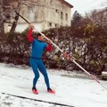 Renaud Lavillenie saute à la perche dans la neige… et provoque Martin Fourcade !