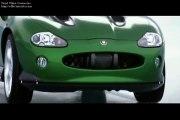 """""""Meurs un autre jour"""" - Aston Martin Vanquish VS Jaguar XKR cabriolet"""