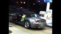 Grosse femme vs BMW Cabriolet