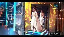 Fawad Khan Gets Emotional in His Speech While Reviving His Best Debut Male Filmfare Award 2015 - WOW MAZA