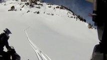 Avalanche impressionnante : des hommes en moto-neige se précipitent pour sauver un homme piégé!
