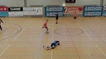 Simulation grotesque lors d'un match de Handball (Allemagne)