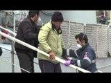Salerno - Sbarcati 320 profughi, tra cui 19 bambini -1- (17.02.15)