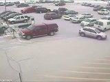 Un vieillard emboutit 10 voitures sur un parking !