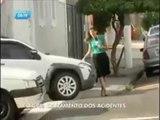 Repórter quase é atropelada em reportagem sobre acidentes de trânsito