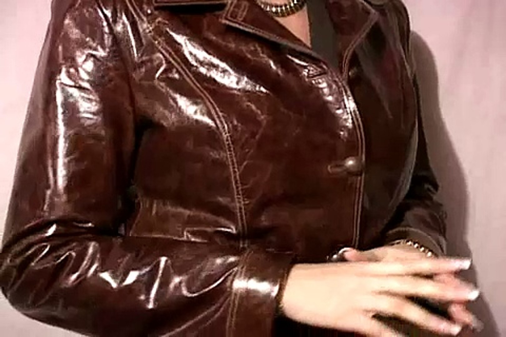 Fashion Tips for Tall Women's Clothes : How to Pick a Leather Jacket for Talk Women