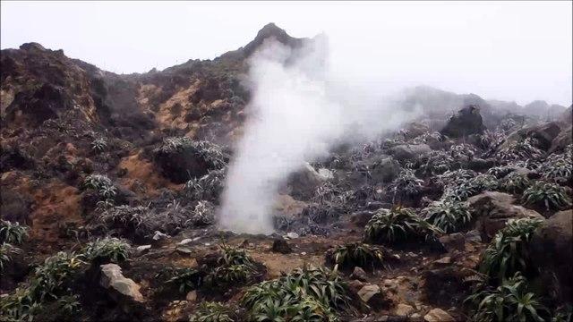 Fumerolle au sommet de la Soufrière - Guadeloupe, avril 2015