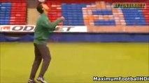 Ronaldinho vs Cristiano Ronaldo Freestyle Skills ● Crazy Tricks Ever. Football
