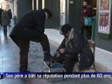 Bosnie: cireur de chaussures un métier qui se transmet de père en fils