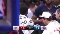 Le joueur de NBA Reggie Jackson vomit sur le terrain... Beurk !!