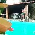 Traversée d'une piscine avec une corde Fail