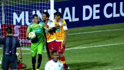 Cambronero's amazing double save for Herediano