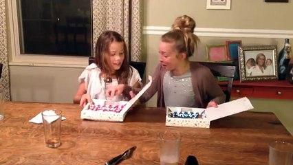 Dvije sestre saznaju da je mama ponovo trudna. Njihova reakcija je fenomenalna (VIDEO)