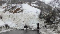 Pyrénées: coulée de neige sur la chausée