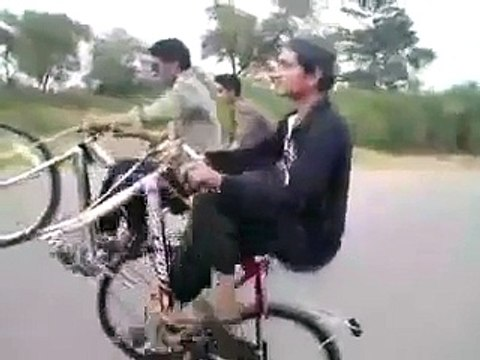 Dangerous Wheeling without Tyre Must Watch Pakistani funny clips 2017 new funny videos | funny clips | funny video clips | comedy video | free funny videos | prank videos | funny movie clips | fun video |top funny video | funny jokes videos | funny jokes