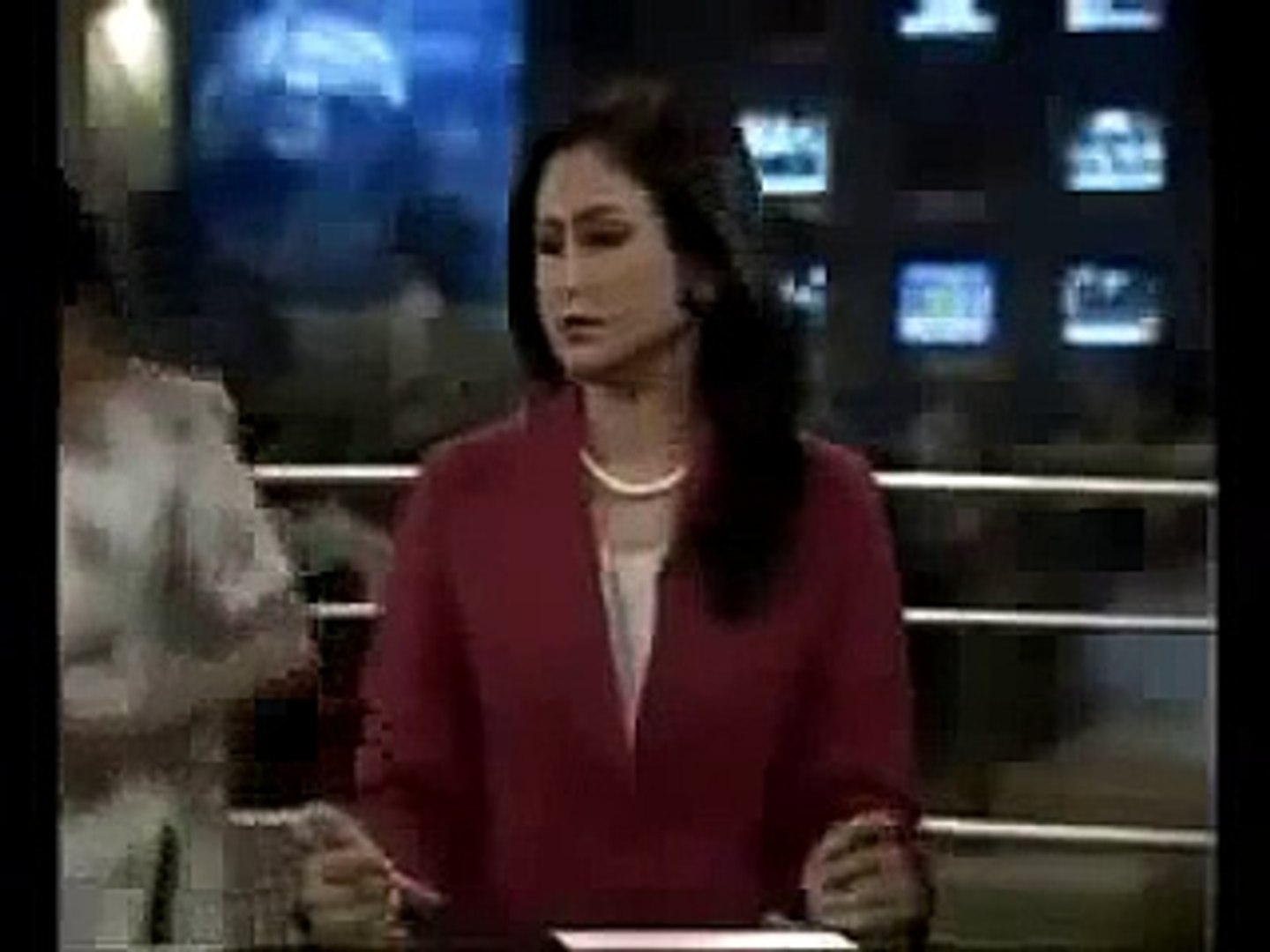 Pakistani Funny Clips 2017 Pakistani TV Anchor Fighting with Make up Women funny videos | funny clip