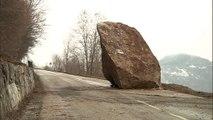 Vaste opération pour évacuer les énormes rochers sur la route des Ménuires et de Val Thorens