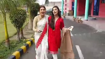 Fiza Ali and Sadia Khan singing Mohabbatein song
