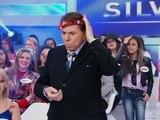 Silvio Santos coloca coroa na cabeça durante Jogo dos Pontinhos - 30/6/2014