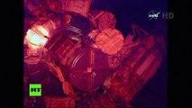 Astronautas de la NASA salen por tercera vez a espacio abierto