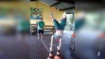 Une femme en équilibre tire à larc avec ses pieds