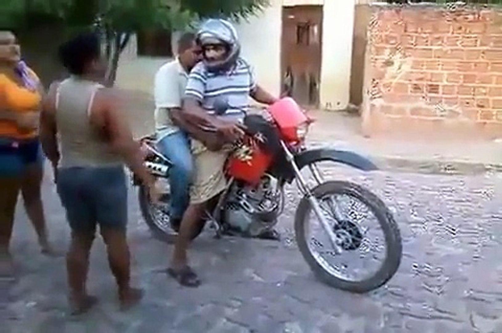 Des boulets se ramassent en moto