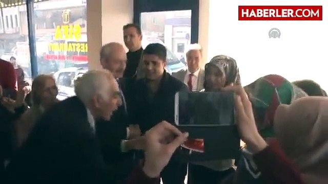 Kılıçdaroğlu, Genç Çiftin Nişan Yüzüğünü Taktı