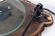 Des tournes disques façon bois de noyer