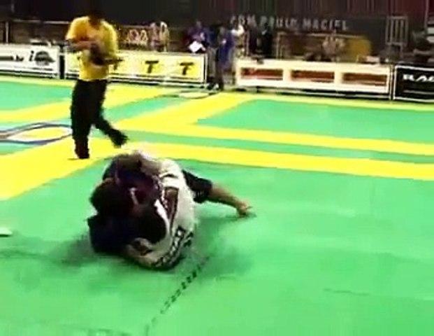BJJ - Jacare vs Roger Gracie - Greatest match ever! 2004 MUNDIALS BJJ -