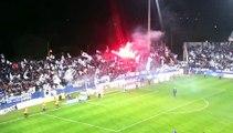 Les joueurs bastiais célèbrent la victoire avec leurs supporters