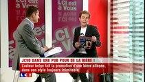 Jean Claude Van damme se ridiculise dans une publicité